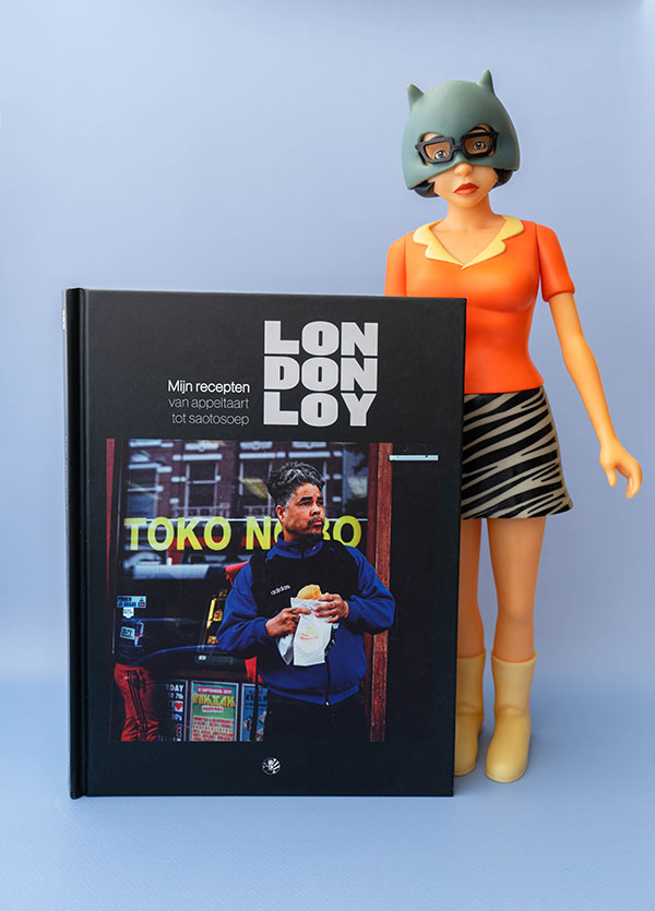 London Loy's cookbook Mijn Recepten with a Enid Coleslaw doll from Ghostworld.